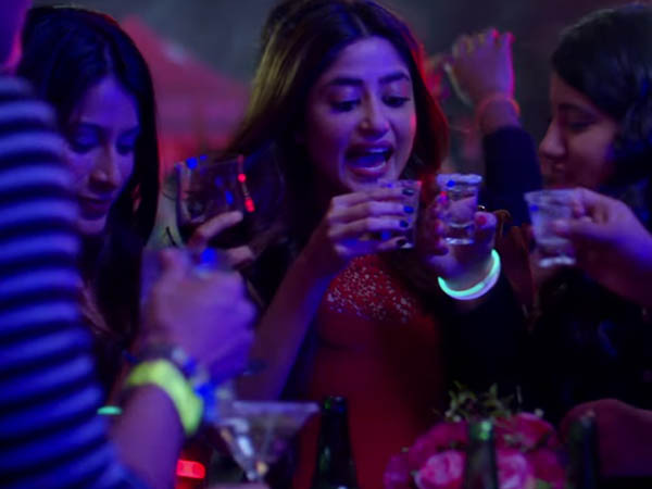 sajal ali in a still from song kooke kawn