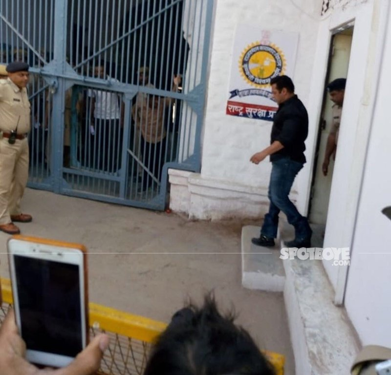 salman khan entering the jail