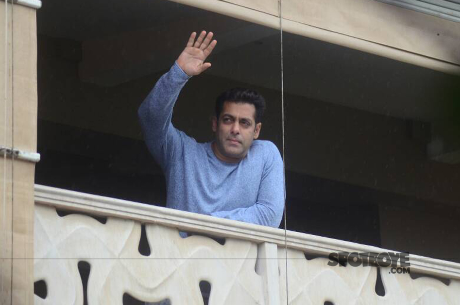 salman khan waves out to his fans