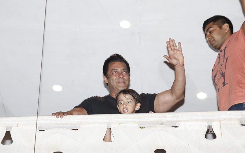 देर रात तक सलमान खान से मिलने पहुंचे बॉलीवुड के कई सितारें, घर वापसी पर दी बधाई