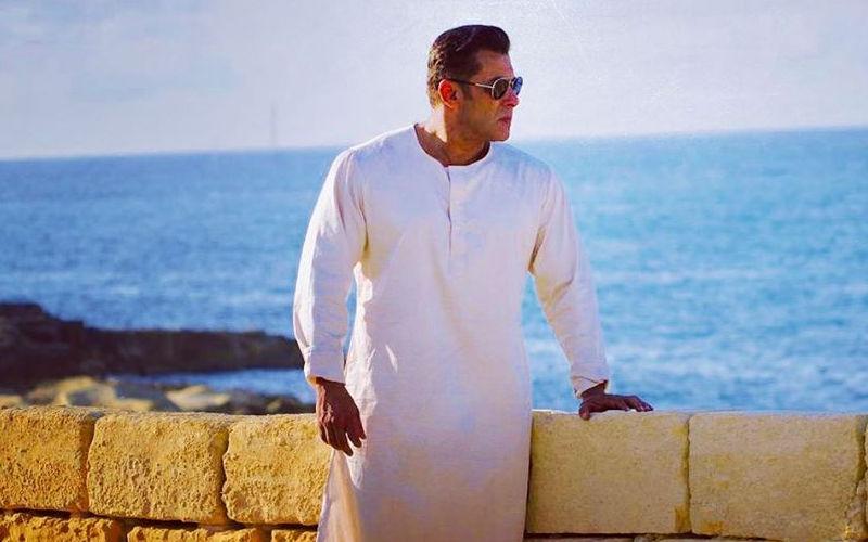 फिल्म भारत से सलमान खान का एक और लुक आया सामने, वाइट कुर्ते-पायजामें में सलमान लग रहे हैं हैंडसम