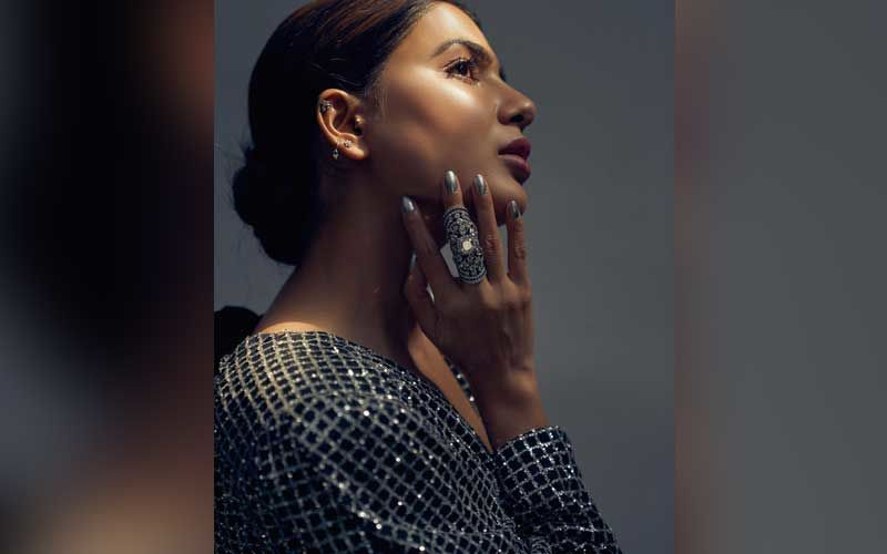 Samantha Akkineni Looks Alluring In A Black Sequin Dress, But Wait Did You See THAT Dramatic Diamond Ring On Her Finger?