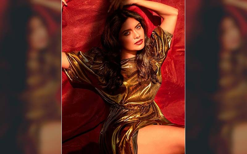 Suruchi Adarkar's Amazing Makeover Will Make You Drool Over Her Hot Off Shoulder Dress Flaunting Every Curve