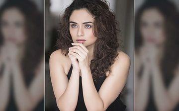 Amruta Khanvilkar Looks Sensuous Posing On The Couch Flaunting Her Feminine Beauty