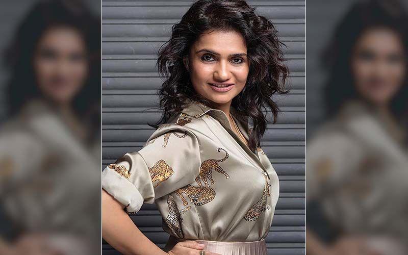 Choked - Paisa Bolta Hai: The Filmfare Award Winning Actress Amruta Subhash Croons For Upcoming Netflix Web Series