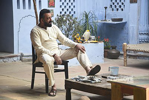 sanjay dutt on  sets of film bhoomi