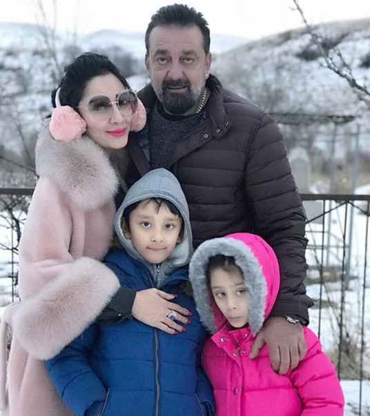 sanjay dutt with family