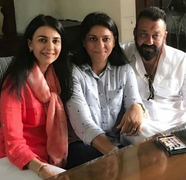 sanjay dutt with sister namrata and priya