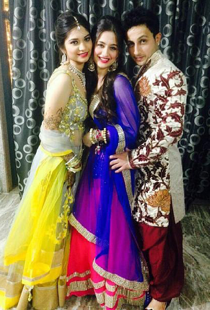 sanjeeda with brother anas and sister in law zakera
