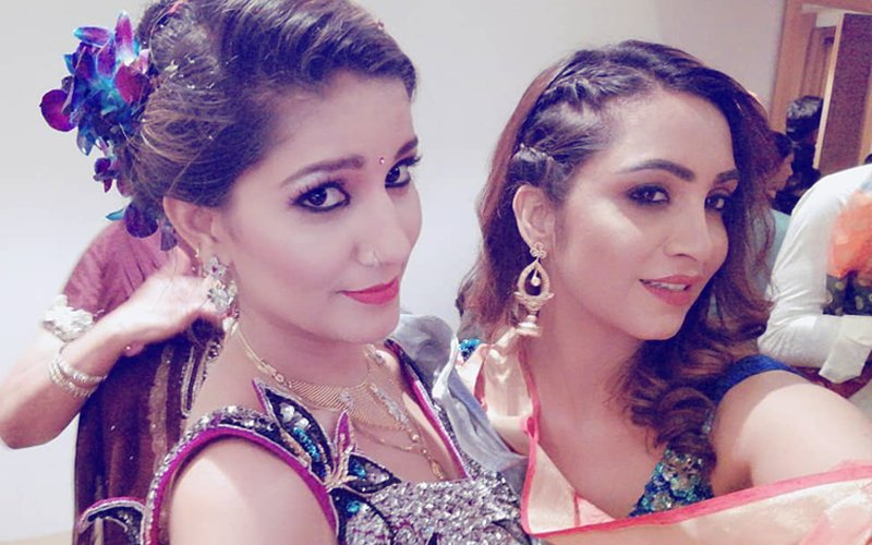 Bigg Boss 11 Rivals Arshi Khan & Sapna Chaudhary Reunite. Here's Why…
