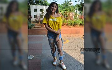 Sara Ali Khan Gets Papped In Town; Pairs Her Distress Jeans With A Bright Yellow T-Shirt