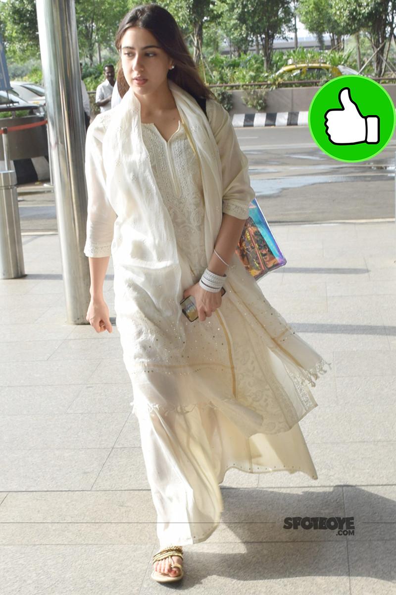 sara ali khan snapped at the airport