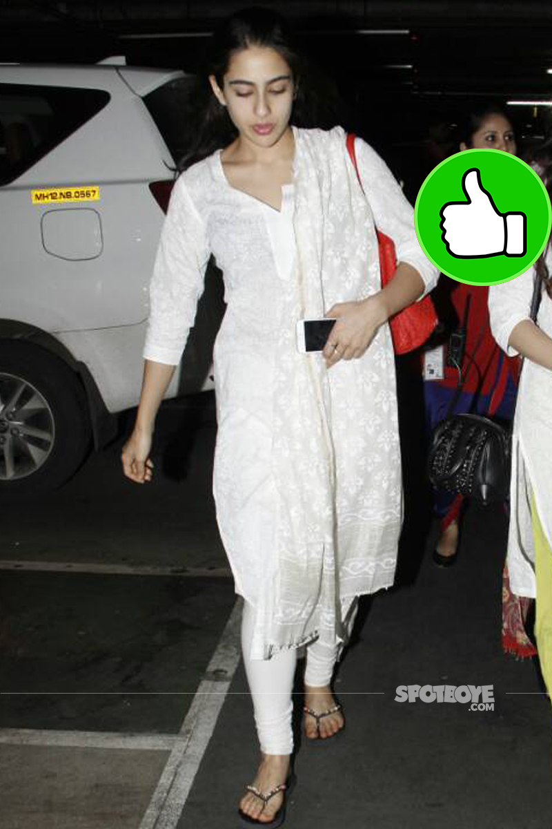 sara ali khan spotted at the airport