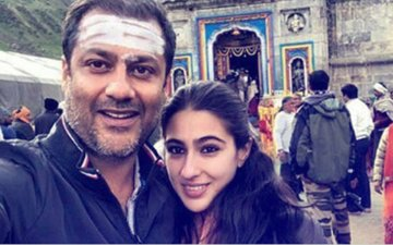 Sara Ali Khan Visits Kedarnath Temple With Abhishek Kapoor For Her Film With Sushant Singh Rajput