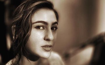 Sara Ali Khan Flirts With Her Eyes In Latest Pic, Says She Is 'Sasti Rekha'