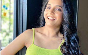 Sayali Sanjeev Explores Her Harmonium Talent With An Uplifting Song Devak Kalji Re