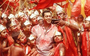 Salman On A Selfie Spree With Selfie Le Le Re