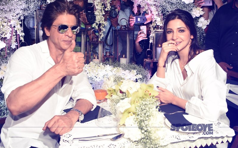 Shah Rukh Khan & Anushka Sharma Enjoy A Romantic Date Night