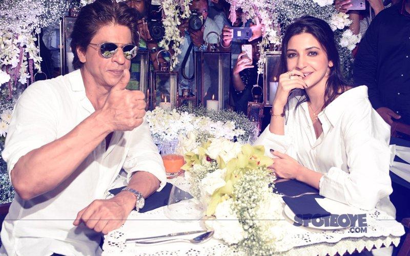 Shah Rukh Khan & Anushka Sharma Enjoy A Romantic Date Night