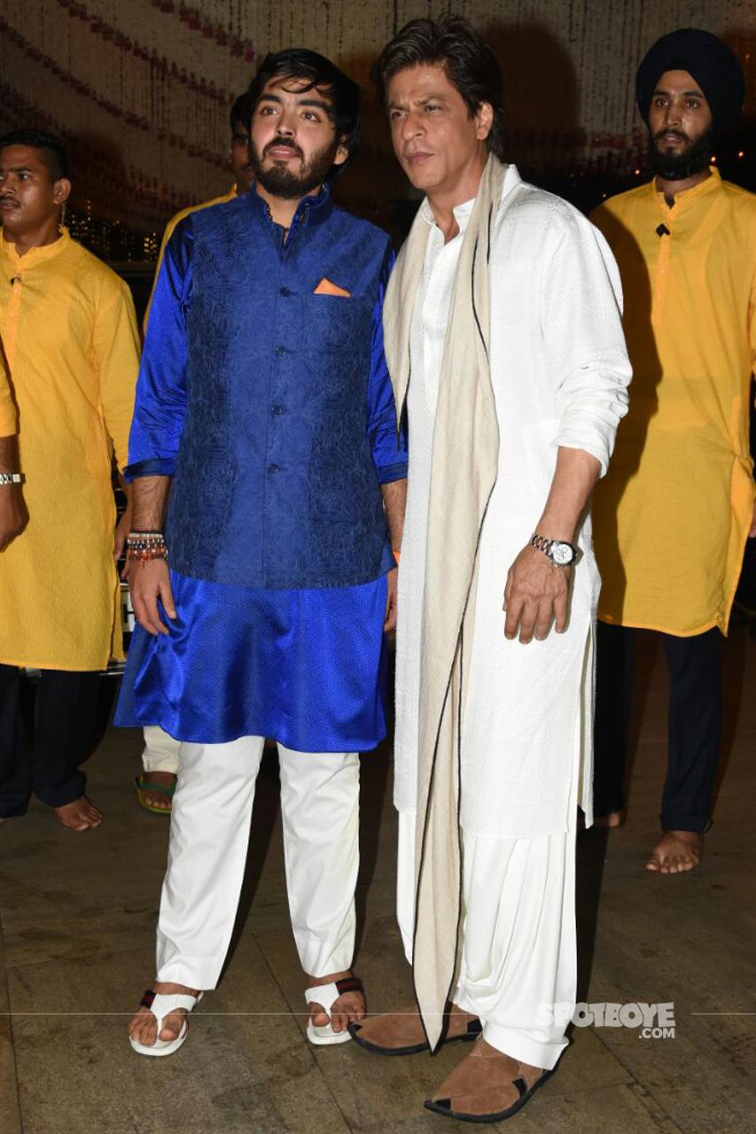 shah rukh khan at ambani ganpati celebration