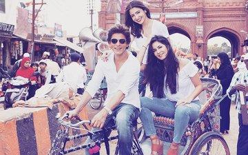 Shah Rukh Khan Takes Katrina Kaif and Anushka Sharma For A Spin In RICKSHAW
