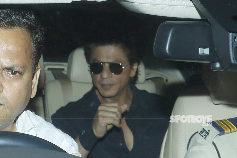 shah rukh khan snapped outside anil kapoor house