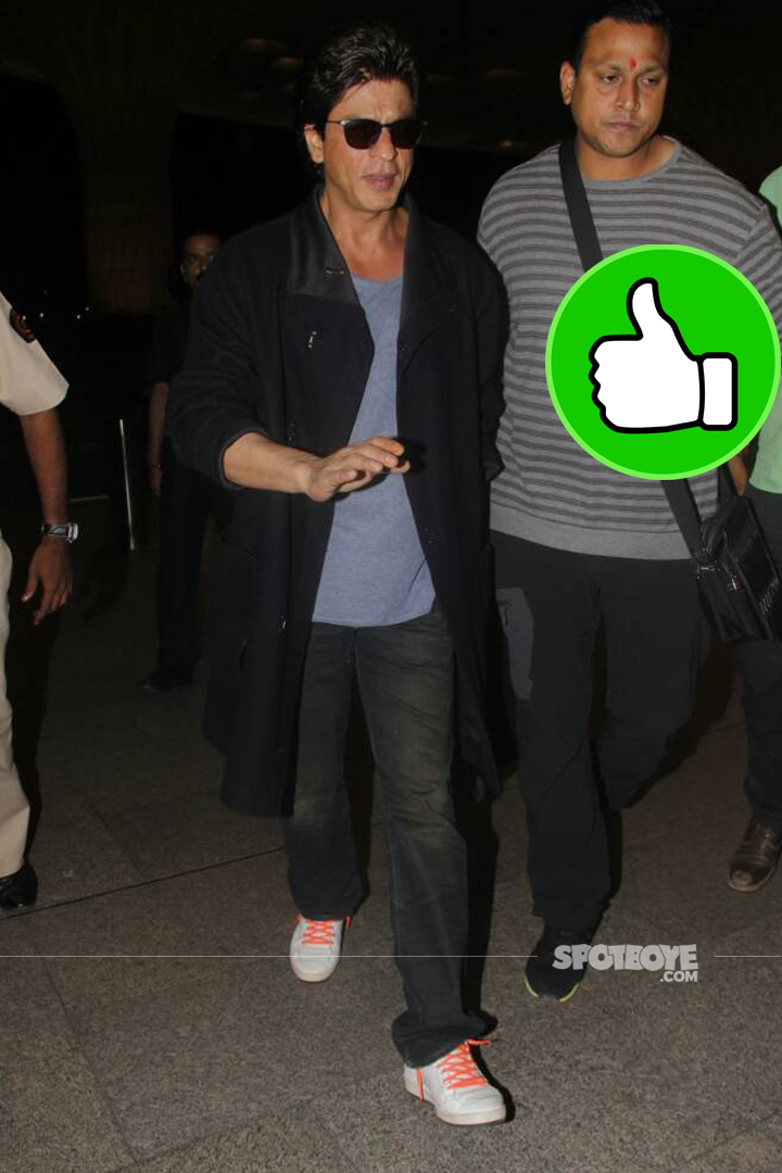 shah rukh khan spotted at the airport