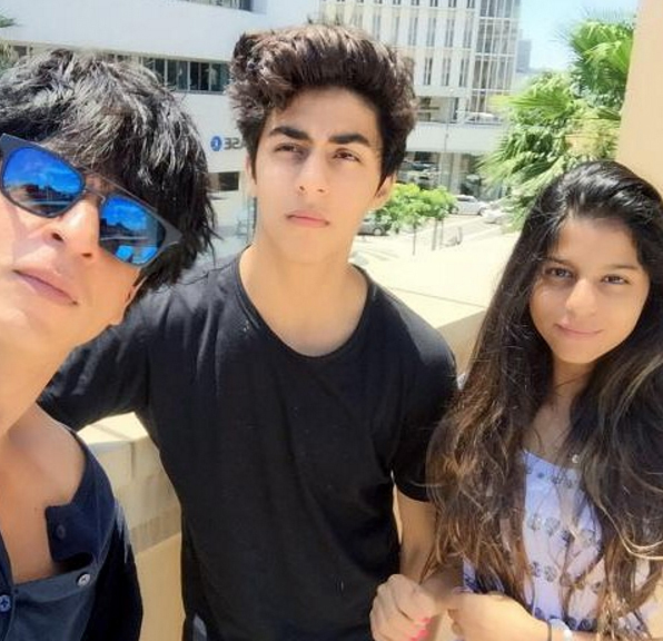 shah rukh khan with aryan and suhana