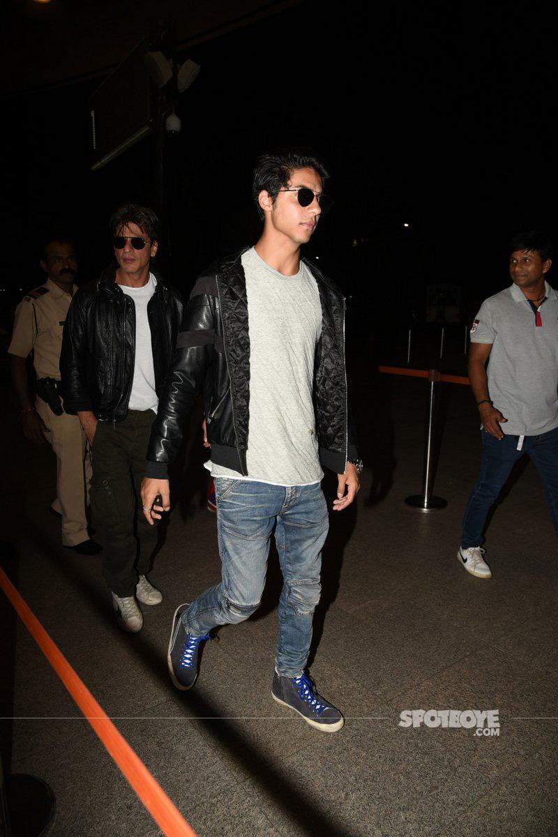 shah rukh khan with son aryan at the airport