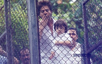 Shah Rukh Khan On Reading Mahabharat To AbRam, Cooking And The Jab Harry Met Sejal Controversy