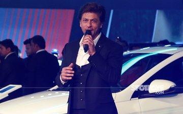 PICS: Shah Rukh Khan Looks Dashing At Auto Expo 2018