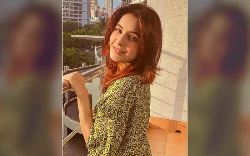 After Her Viral Pic With Badshah, Bigg Boss 13's Shehnaaz Gill Poses Adorably In Traditional Kashmiri Attire; Fans Go Gaga Over 'Kashmir Ki Kali'- PICS
