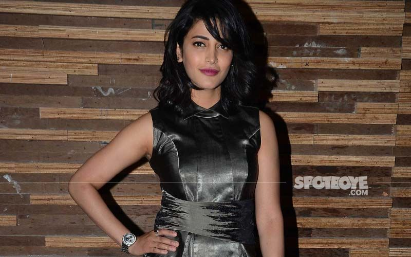 Shruti Hasan Dons A Metallic Embellished Mask, Stays Safe In Style!