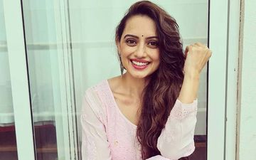 Shruti Marathe Looks Gorgeous In A Typical Marathi Housewife Avatar In Her New Commercial