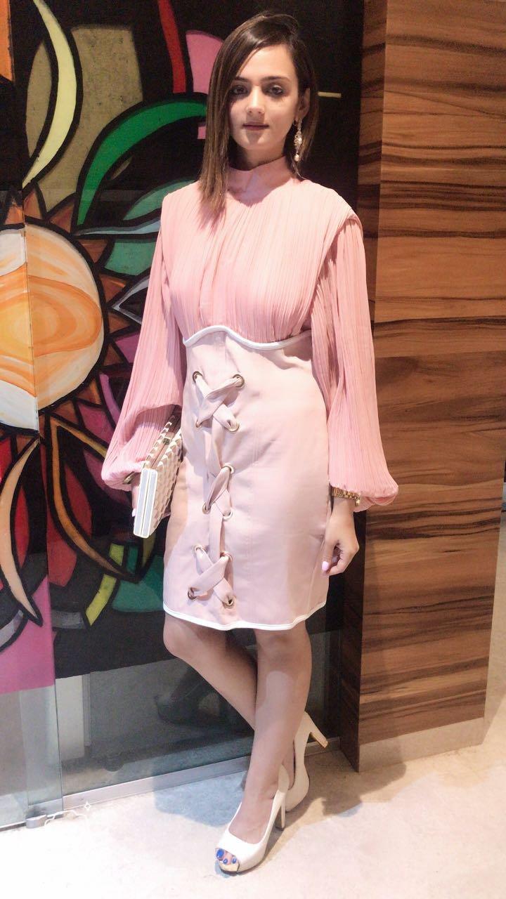 shweta rohira looks cute in a pink dress