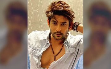 Spotted: Sidharth Shukla Poses For Photos Draped In A Massive White Bed Sheet In Mumbai – PIC Inside