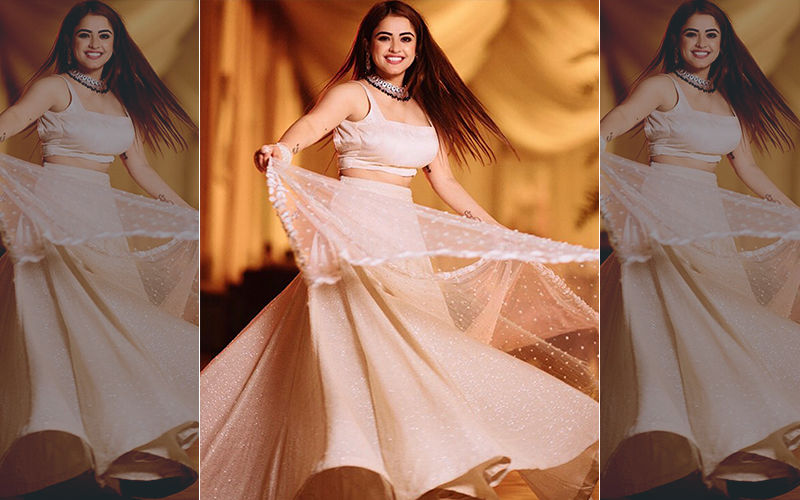 Simi Chahal Flaunting Her Dress In A New Photoshoot, Looking So Adorable