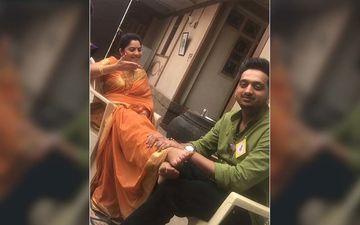 Sitting At The Feet Of His 'Vahini', Sonalee Kulkarni Isn't Amey Wagh The Cutest 'Bhavji'?