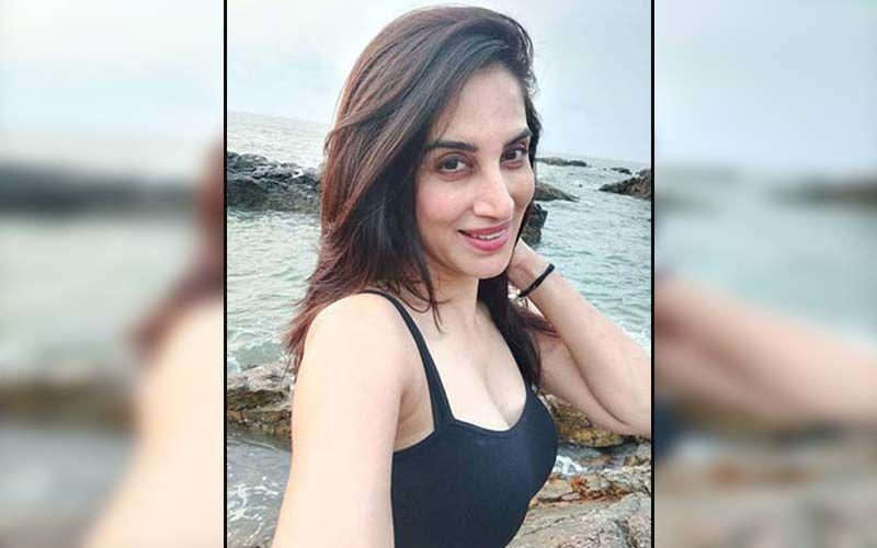 Smita Gondkar Stuns Fans In A Hot Black Crop Top Flaunting Her Midriff Amidst Serene Nature