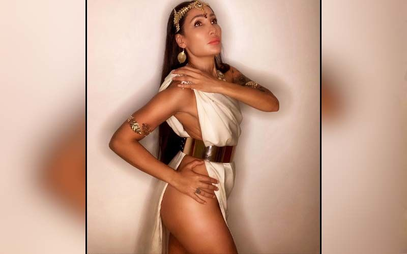 Sofia Hayat Compares Herself To Maa Kaali; Says She Has Abstained From Sex For 2 Yrs And Is 'Incredibly Sexual Right Now' - VIDEO