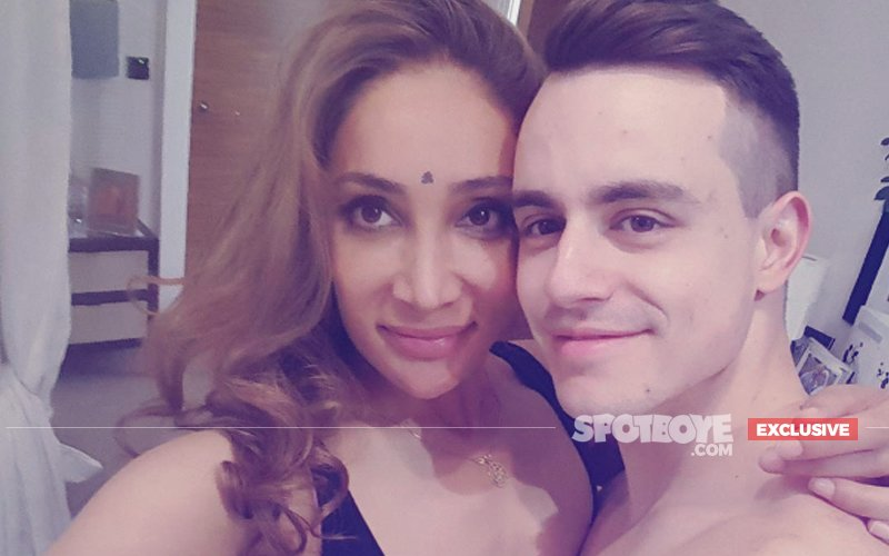Sofia Hayat: My Husband Has Sold Our 10 Lakh Wedding Ring For Just 1.5 Lakh!