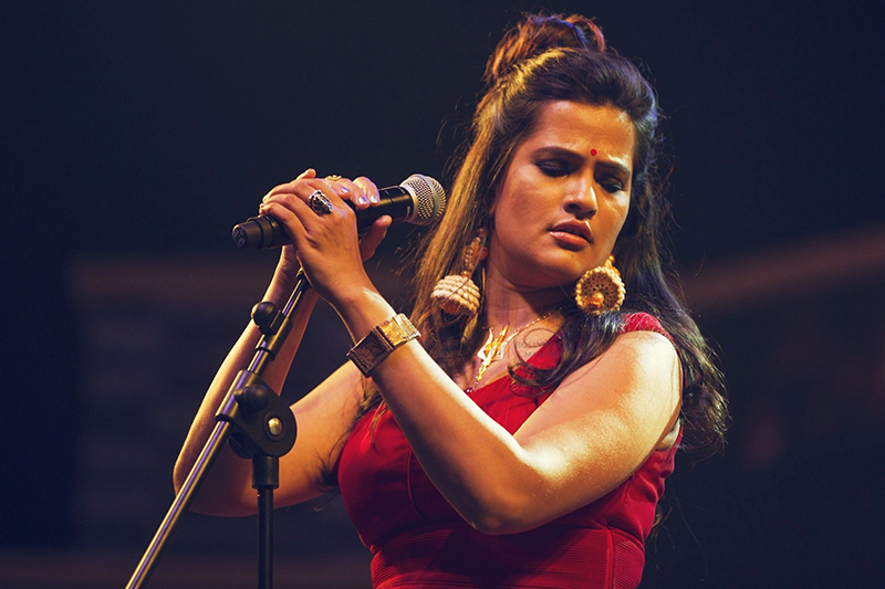 sona mohapatra on stage