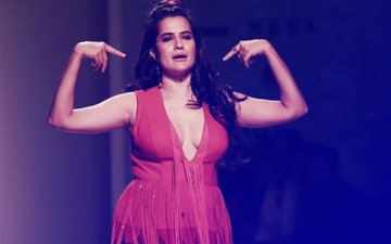'Chal Hatt', Tells Sona Mohapatra To A Troll Who Called Her A FLOP Singer!