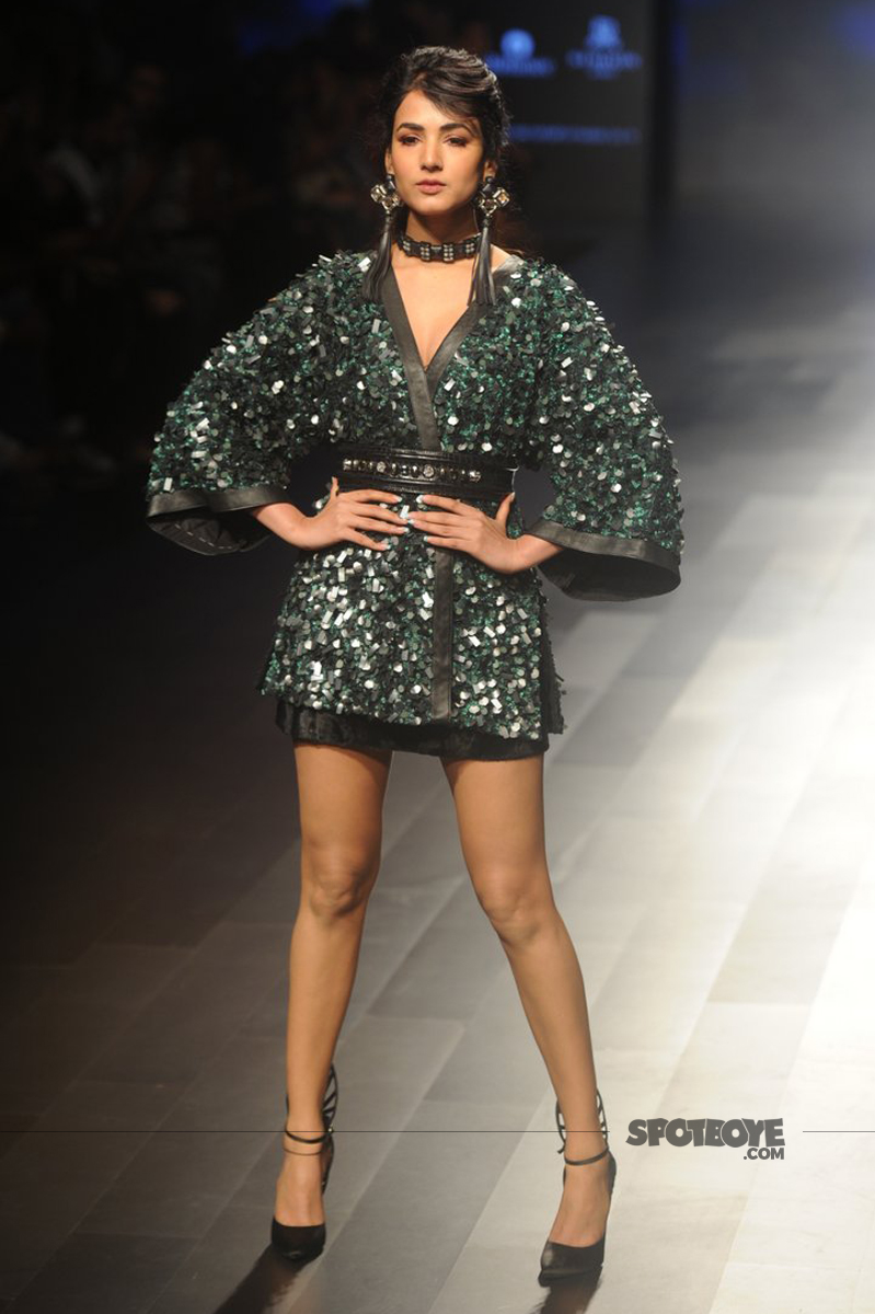 sonal chauhan walks the ramp at lakme fashion week 2017