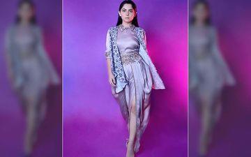 Sonalee Kulkarni Look Jaw-Dropping Gorgeous In Her Thigh Slit Dhoti Pantsuit