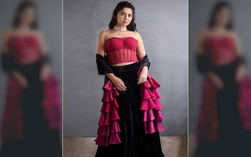 'Dhurala' Star Sonalee Kulkarni Looks Luscious In A Sheer Corset Blouse On This Week's Yuva Dancing Queen
