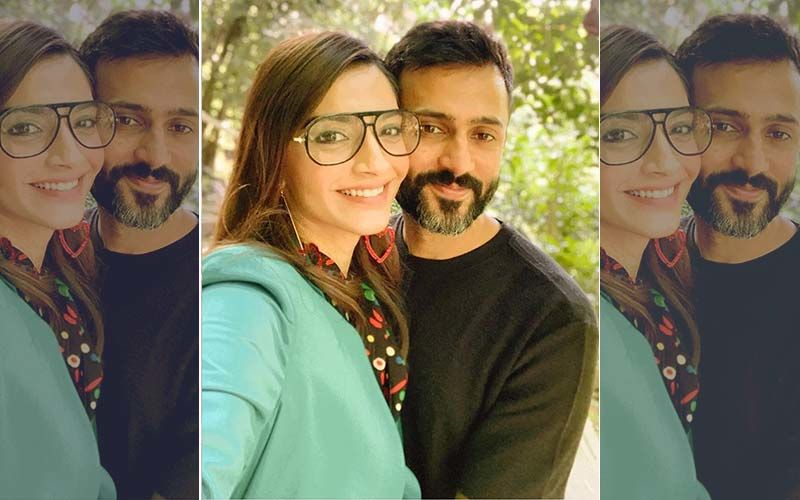 """Check Out Sonam Kapoor And Anand Ahuja's Love Soaked Picture From Tokyo Enjoying Their """"Honeymoon"""""""