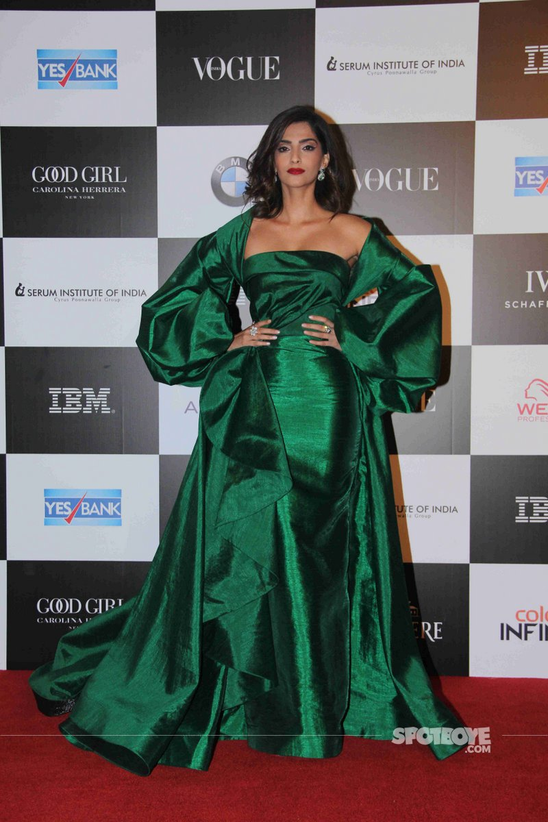 sonam kapoor at the vogue awards 2017