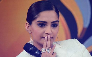 Sonam Kapoor SLAMMED For Condemning Sri Sri Ravi Shankar's Controversial Take On HOMOSEXUALITY