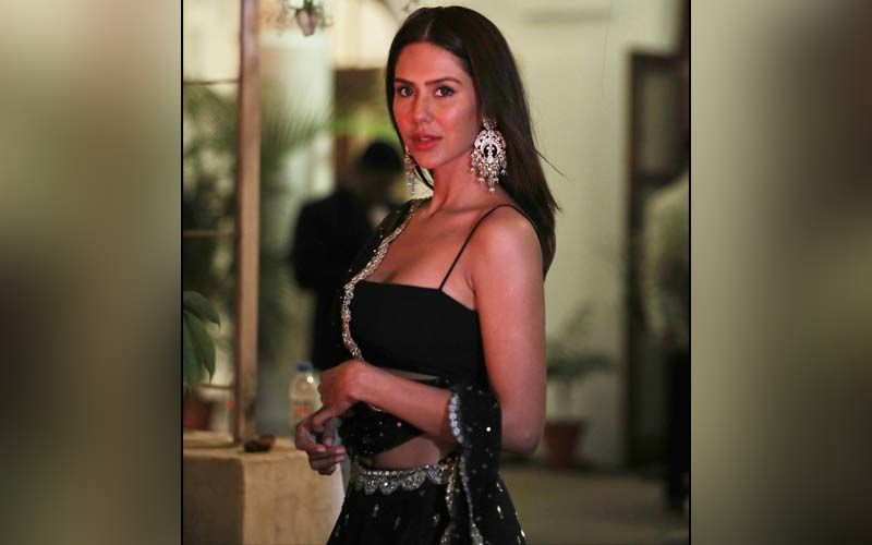 Wedding Dressing Inspiration: Sonam Bajwa Shows How To Team A Simple Black Bustier With A Lehenga - Pics
